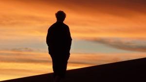 uomo tramonto